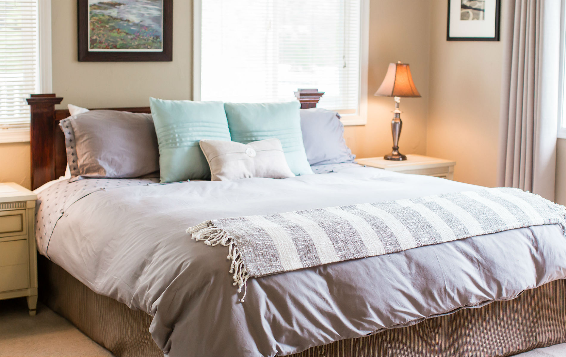 River Suite bed with gray and light blue bedding